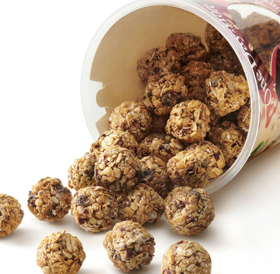 kulki-zbozowe-z-gorzka-czekolada-i-liofilizowanymi-malinami-rozsypanka-onedaymore-1400×1291